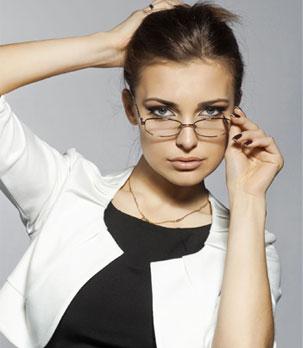Femme avec lunettes
